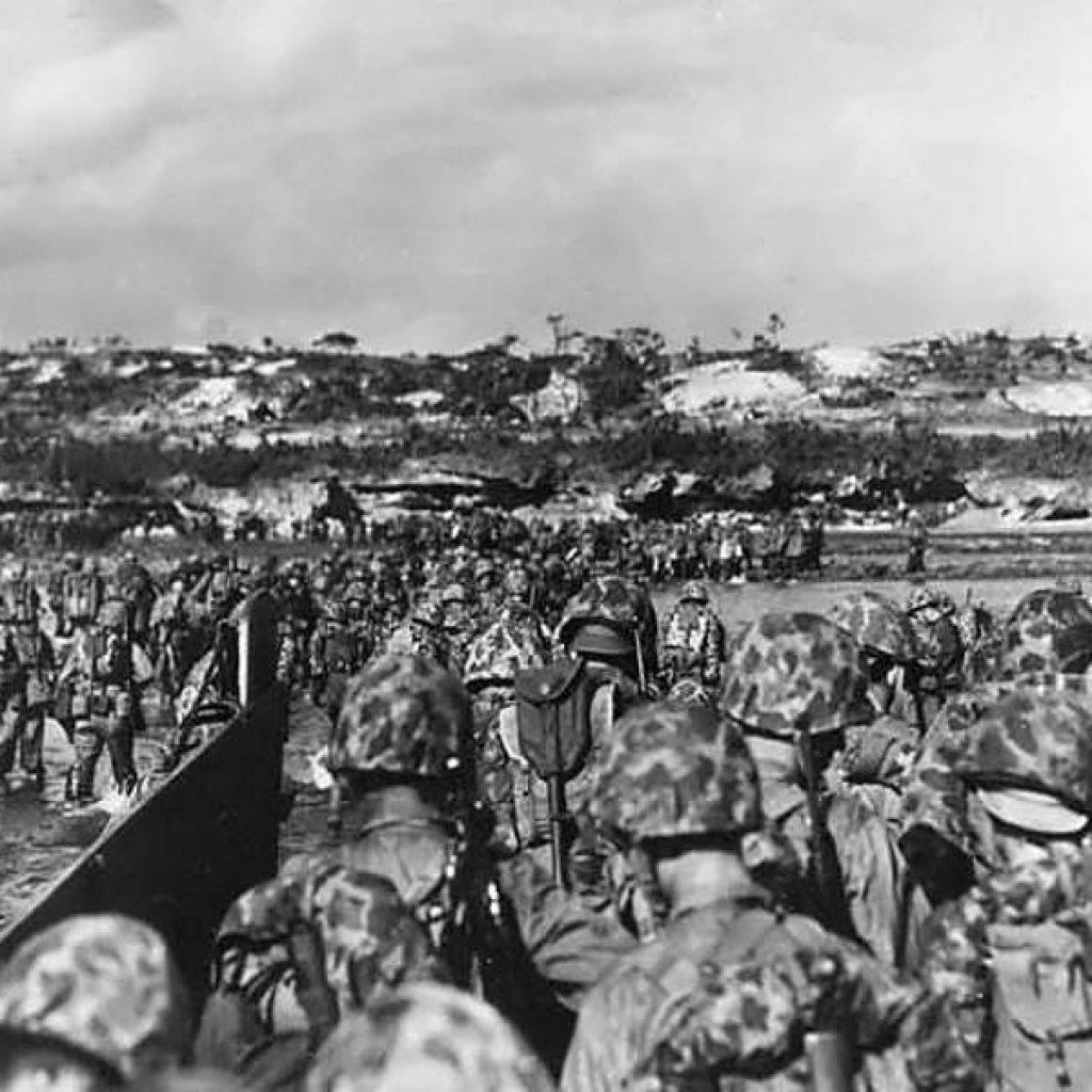 marines-land-on-Okinawa1